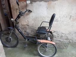 Bicicleta triciclo elétrica usada