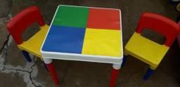 Mesa com 2 cadeirinha