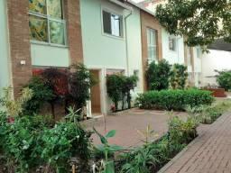 Catete - Casa duplex com 2 suítes em vila familiar