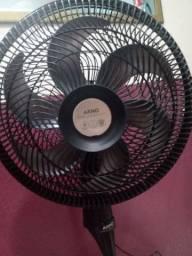 Vendo ventilador Arno  de pezinho  muito bom
