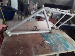 Quadros de bicicleta 100% alumínio liga leve.