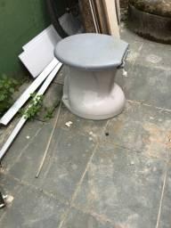 Vaso sanitário com tampa