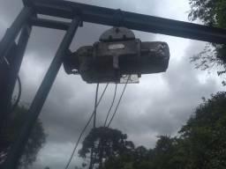 Pórtico com talha elétrica para 750 kg