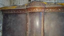 Armário antigo entalhado madeira
