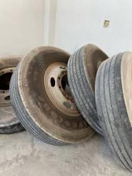 14 pneus 1100-22 montados de carreta e caminhão