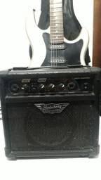 Guitarra Strinberg e caixa amplificadora