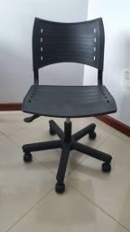 Cadeira de escritório usada preta