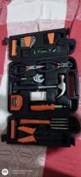 2 maletas uma com várias ferramentas e outra com parafusadeira e furadeira