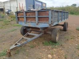 Carreta agrícola 4T Azul, tampas em madeira, 2 eixos 4 pneus usados