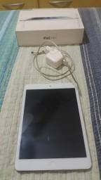 IPad Mini Wi-Fi celular 64GB Branco. R$600,00