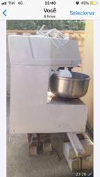 Masseira trifásico 25 kl de farinha 40 massa pronta  só funciona e por para trabalhar