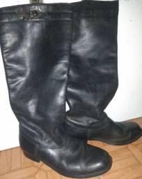 Bota masculina de couro