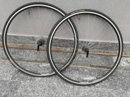 Par de aros com pneu