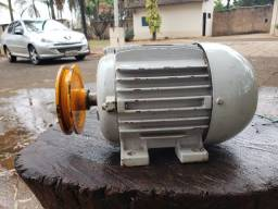 Motor elétrico trifásico 2 cv rpm 1740. Seminovo Barretos