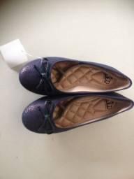 Sapatilha azul em ótimo estado com laço na frente e tamanho 35