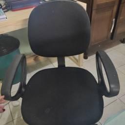 Cadeira escritório com marcas de uso