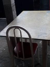 Vendo esta mesa com cadeiras para reformar!!!