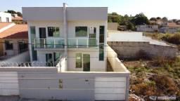 Casa nova de dois pavimentos em Mateus Leme / MG.
