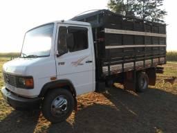 Caminhão 7110