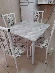 Mesa com marmore e 4 cadeiras