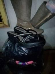 Vendo lote mais dois pares de sapato sendo um 36e o outro 34