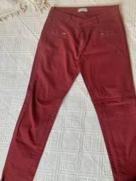 Calça vermelha Marisa
