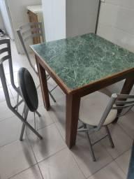 Mesa quadrada com 3 cadeiras usada