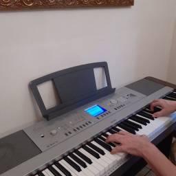 Piano digital Yamaha dgx 640 com pedais