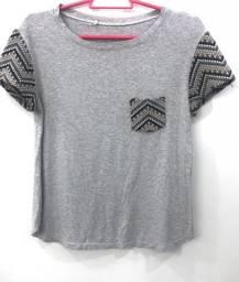 Camiseta com detalhes tricô