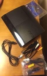 PS3 + 2 controles + brinde