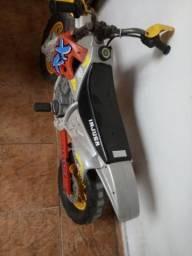 Moto elétrica infantil R$230