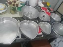 Formas de bolo e dois paneloes