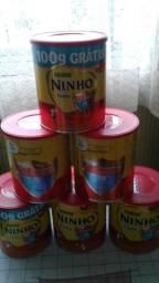 30 latas de leite vazias