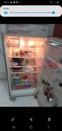 Vendo uma geladeira grande Electrolux