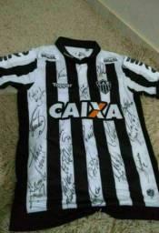 Camisa oficial e autografada do atlético Mineiro