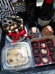 Rosas, festa na caixa, cesta de chocolate