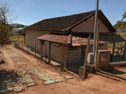 Vendo casa em Carmópolis de Minas. Bairro: Barrinha próximo ao ferro velho do Boizinho