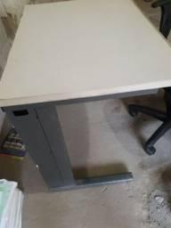 Biro de escritorio com cadeira