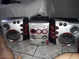 Radio com 5 cd e cabo auxiliar.