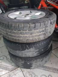 Jogo de roda aro 13 só tem três rodas e três pneus