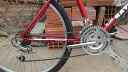 Bicicleta pouco uso
