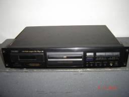 CD Teac com alça padrão 19 polegadas