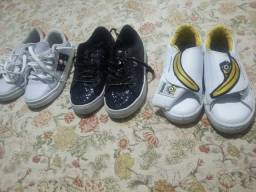 Lote de roupas e calçados