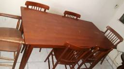 Mesa de jantar de madeira c/ 6 cadeiras