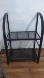 Estante de aço com prateleiras vidro