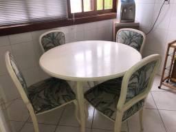 Conjunto mesa e 4 cadeiras usado