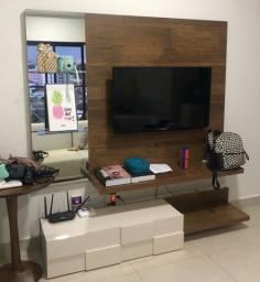 Painel de TV em madeira com espelho