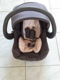 Vende-se bebê conforto semi novo.