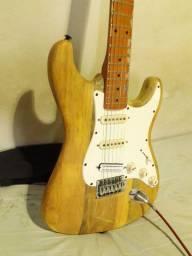 Guitarra stratocaster em Ash
