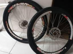 Rodas e quadro de alumínio